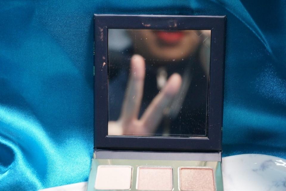 (브이♡) 거울도 큼직하게 붙어있답니다.